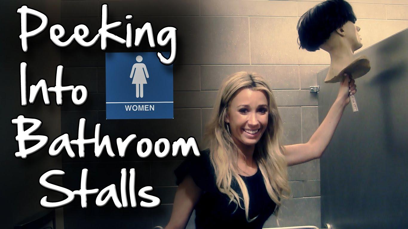 https://www.striscialarete.com/wp-content/uploads/2017/05/sbirciare-nel-bagno-delle-donne.jpg
